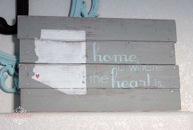 Love this easy diy pallet art! Share the love of your state on pretty pallet art!