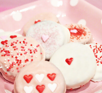 Valentine's Day chocolate dipped Oreos + Free Tag Printables