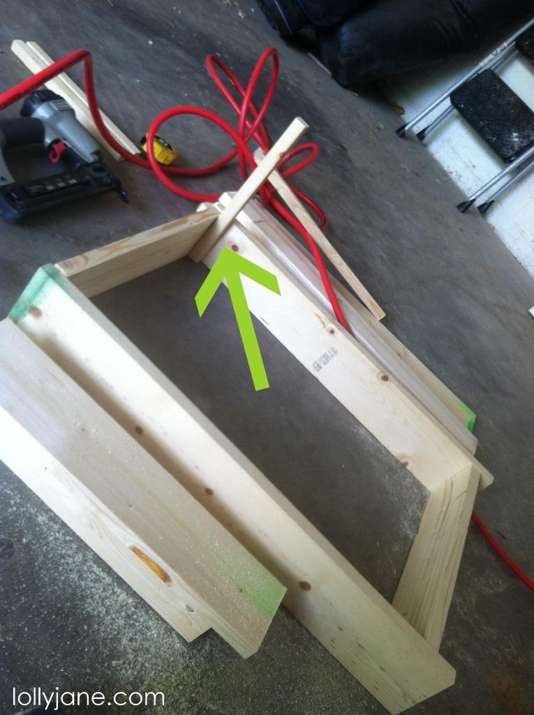 Corner+Bracket+DIY+Crate+LollyJane1