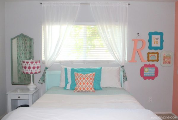 Coral tween girl bedroom for Room decor for 12 year olds