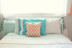coral-tween-girl-bedroom-lollyjane-5-600x400