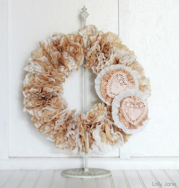 Valentine Coffee Filter Wreath via lollyjane.com #valentinesday #craft #wreath