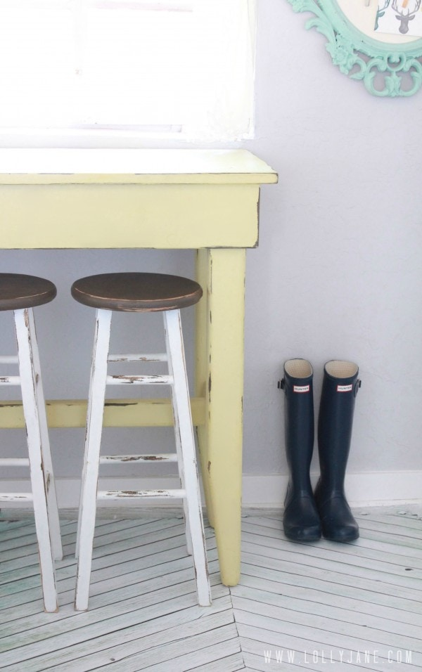 Furniture Makeover: Kitchen Barstools