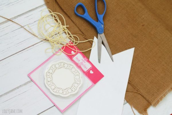 Burlap doily bunting, supplies needed: burlap, doilies, bakers twine. SO EASY!