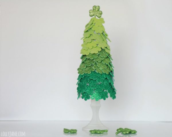 Cute St Paddy's day tree! Shamrock stickers from Joann's, topped with a glitter shamrock. #stpatricksdaycraft #shamrocktree