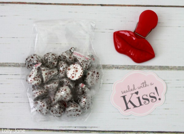 sealed-with-a-kiss-valentine-treat-lollyjane