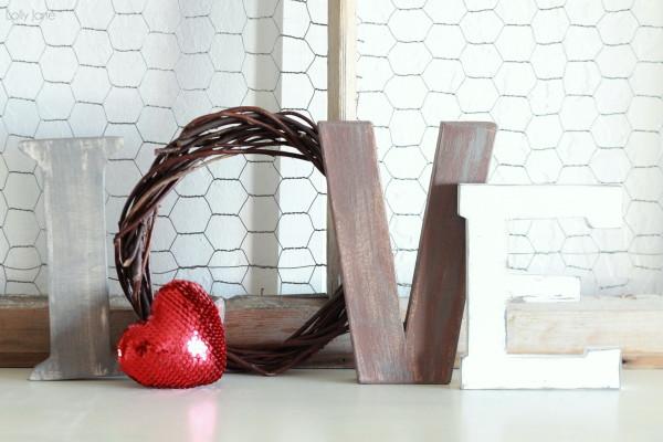 valentines-day-love-letters-mantel-decor-11-600x400