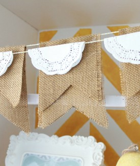 Vintage feeling burlap and lace doily bunting #craftroom #vintage