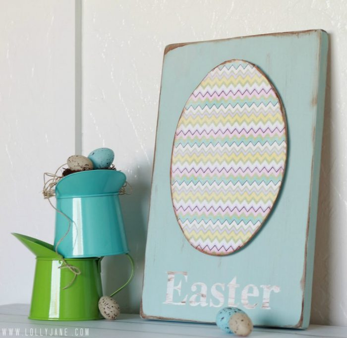 DIY chevron Easter egg sign craft. Love this easy to make Easter sign decor!