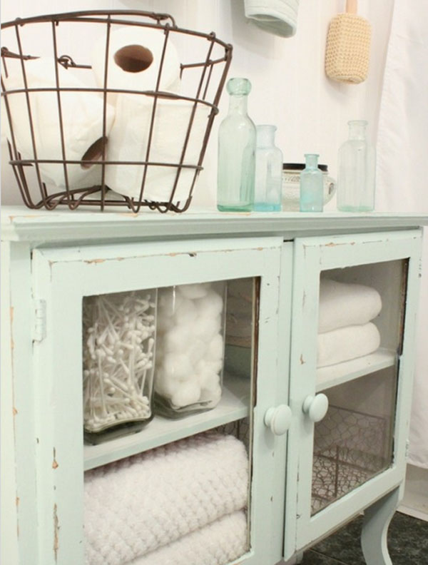 Shabby Chic Bathroom @LollyJaneBlog