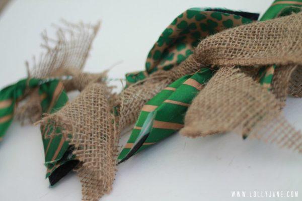 Burlap tie bunting, easy to make! #stpatricksdaybanner #burlaptiebunting
