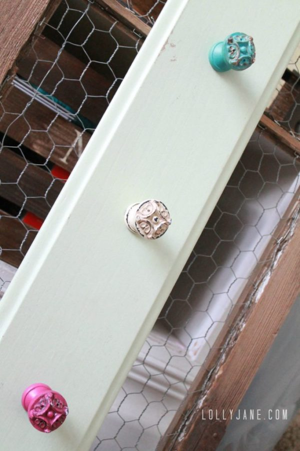 Make cute cupboard door hooks from chippy knobs #diy #knobs #hooks