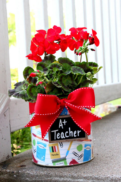 Love of Family and Home flower pot teacher gift via LollyJane.com #teacherappreciation