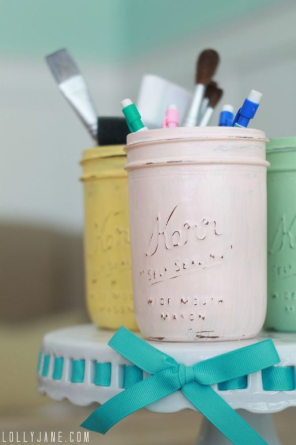 Distressed mason jars #diy #masonjars