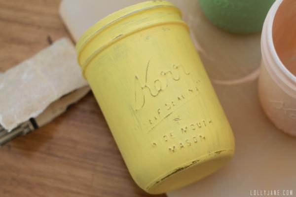 How to distress mason jars #tutorial #distressedmasonjars