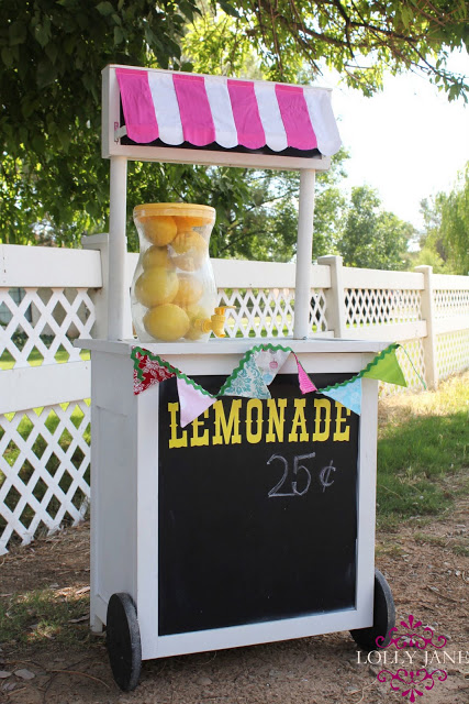 Cute upcycled lemonade stand from LollyJane.com