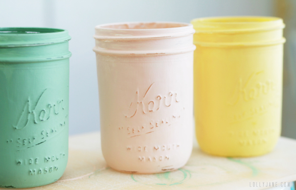 Sand mason jars to distress them #diy #masonjar