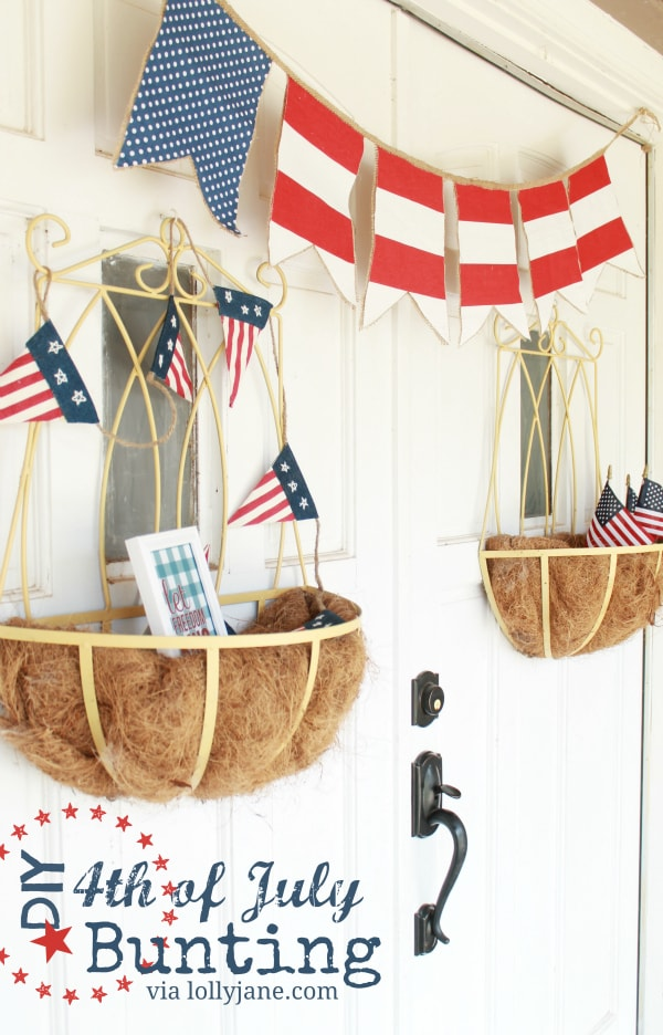 DIY 4th of July bunting using burlap & fabric. Easy and cute! #4thofJuly #bunting