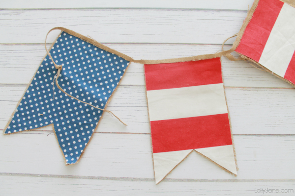 Easy 4th of July bunting, super easy and darn cute! #4thofJuly #bunting