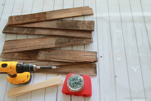 Make your own pallet art into a home is where your heart is pallet sign! #diy #palletart