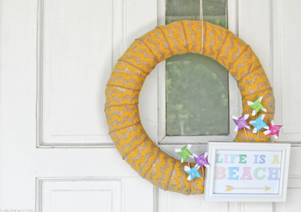 "FREE ""Life is a Beach"" printable summer pinwheel wreath"