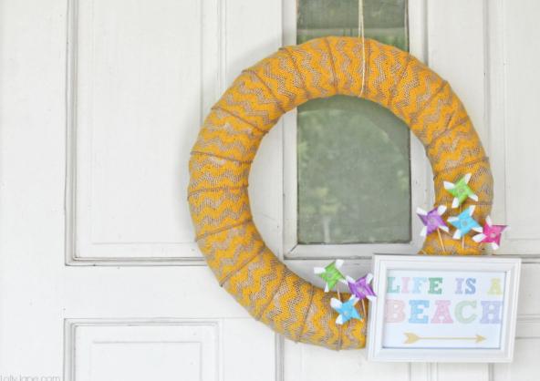 "FREE ""Life is a Beach"" printable summer pinwheel wreath"