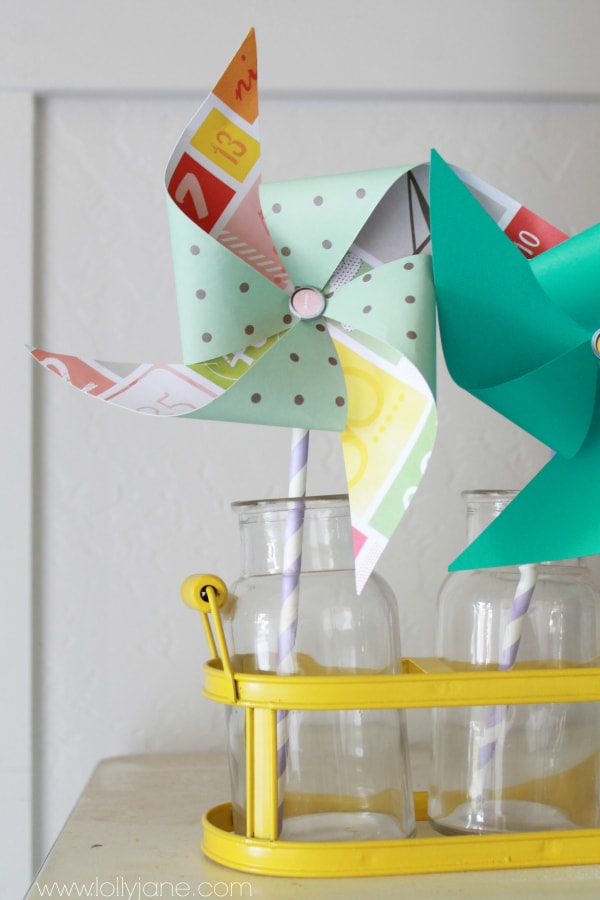 How to make paper pinwheels for summer decor #paperpinwheel #summer