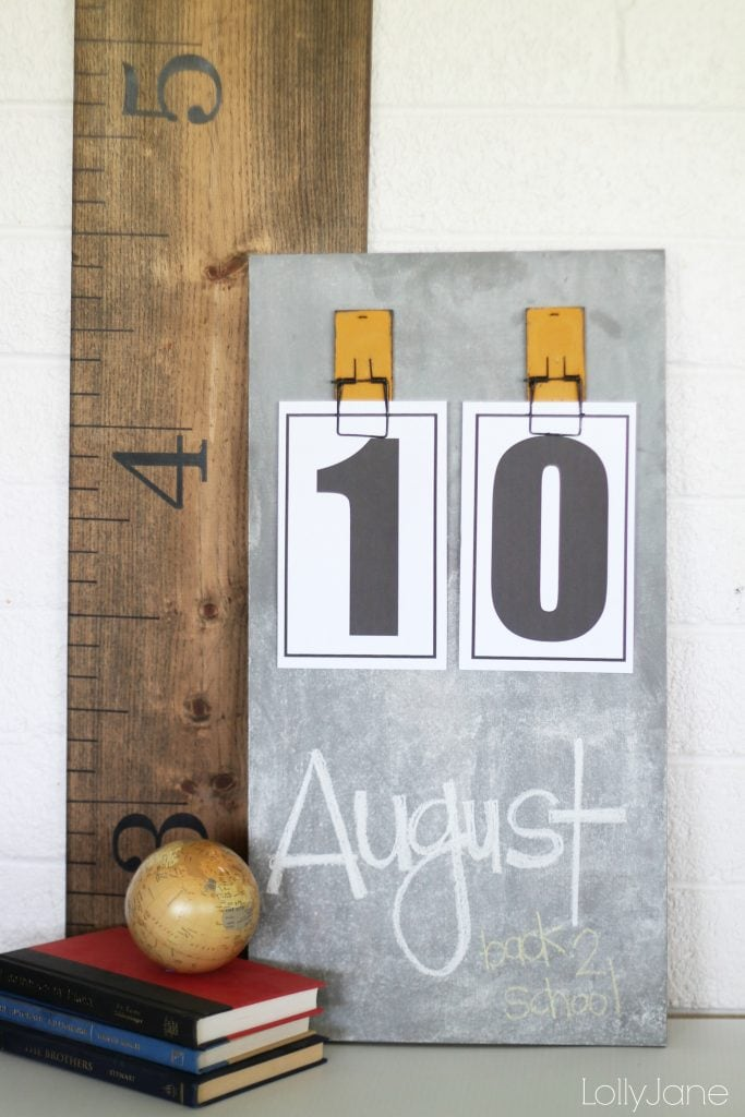 Easy DIY chalkboard calendar!