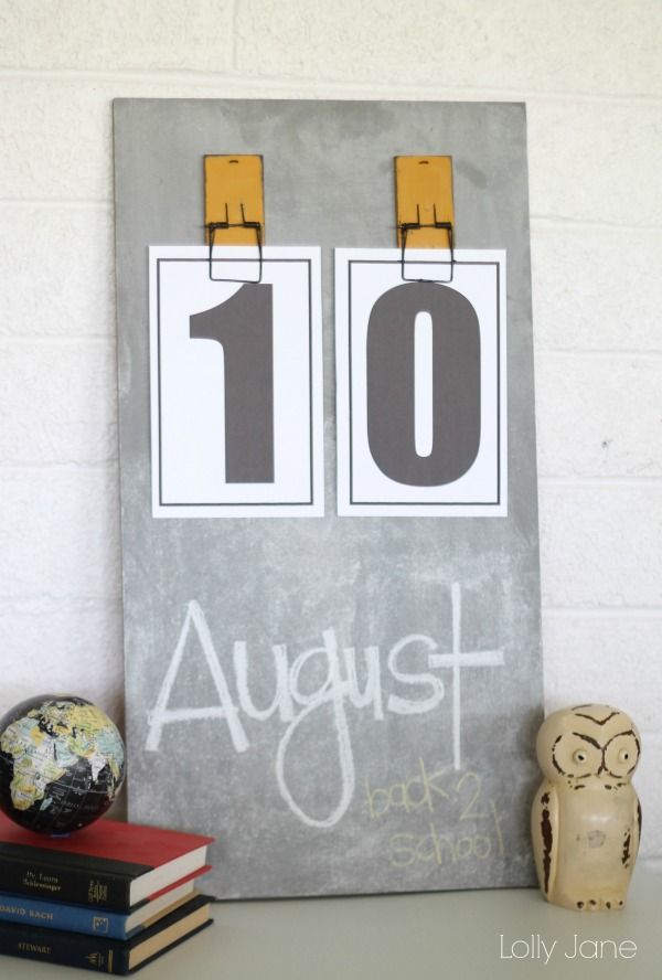 Easy Diy Calendar Ideas : Chalkboard calendar