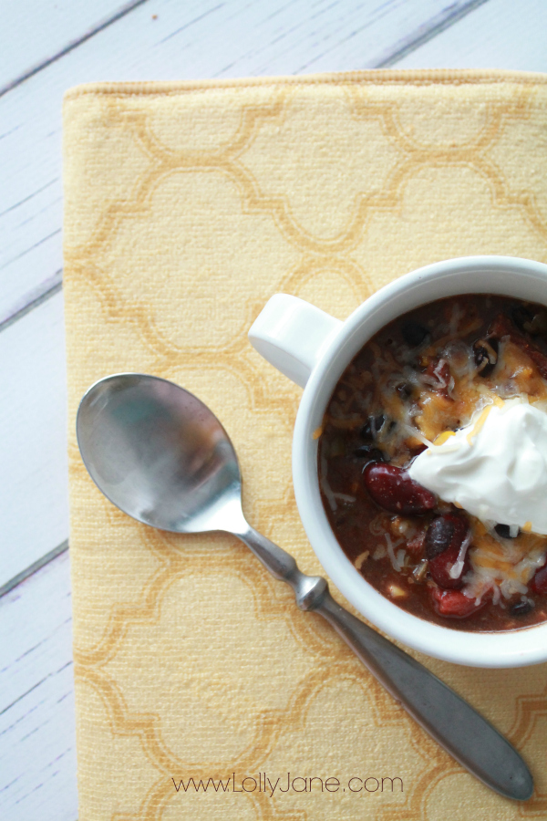 Delicious and easy 6 can taco soup! Perfect for last minute dinner!