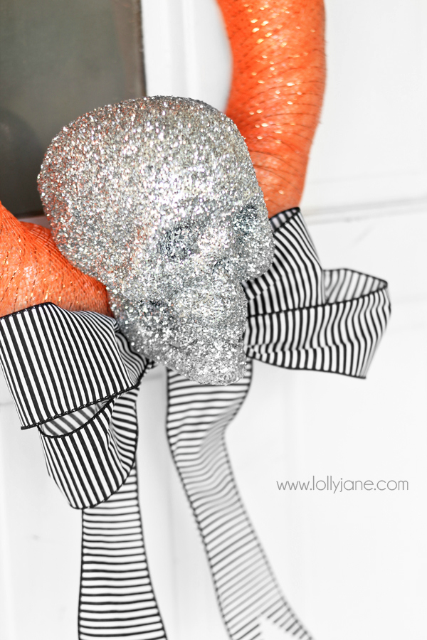 Super cute Halloween skeleton wreath tutorial