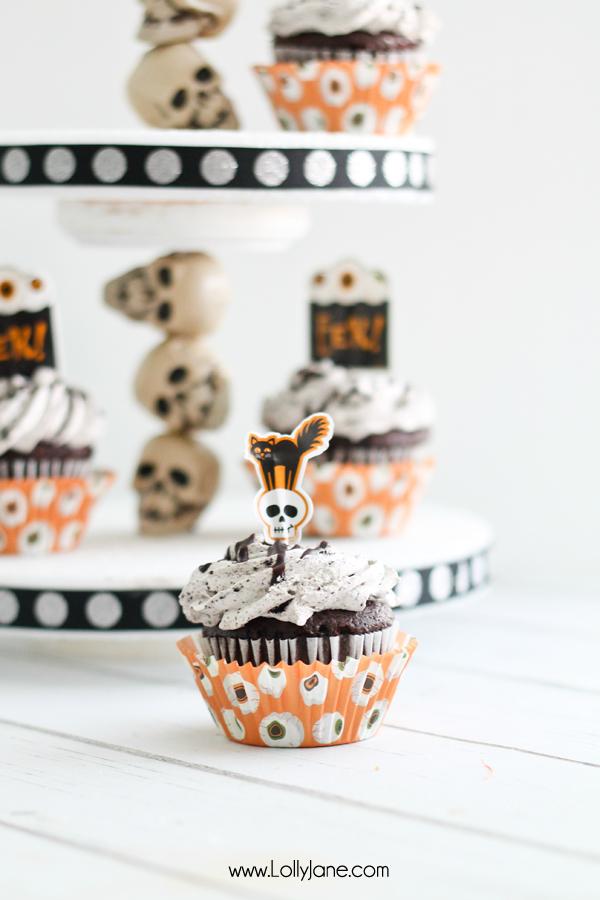 Cute DIY Halloween skull cupcake stand
