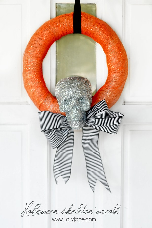 Cute and easy Halloween skeleton wreath tutorial