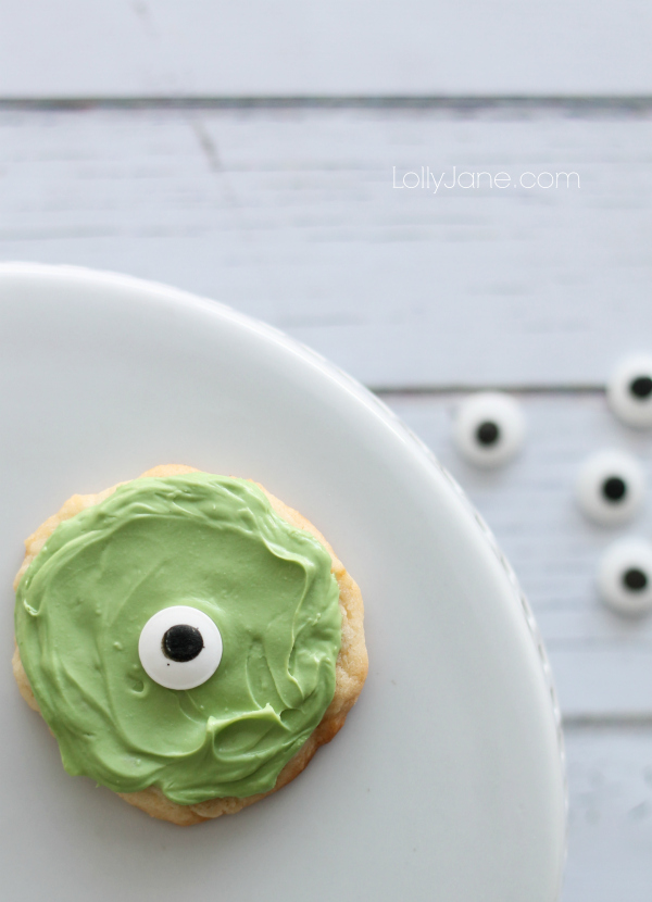 Are you a fan of Monsters Inc? Here's an easy way to make Mike into a cookie! Perfect Halloween cookie too!