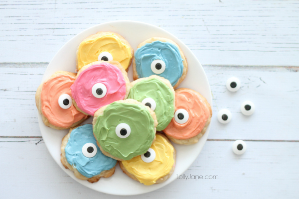 Easy rainbow monster cookies! So cute & playful for Halloween!
