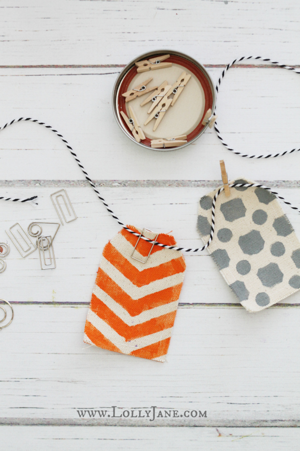 Use paperclips & clothespins to easily hang a Halloween bunting!