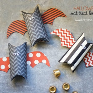 Cute Halloween bat treat holders made from toilet paper rolls #halloween