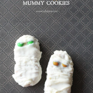 Cute chocolate dipped mummy cookies #halloween #treats