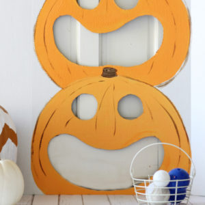 Easy pumpkin toss game for fall or Halloween parties. 3D poster + paint!