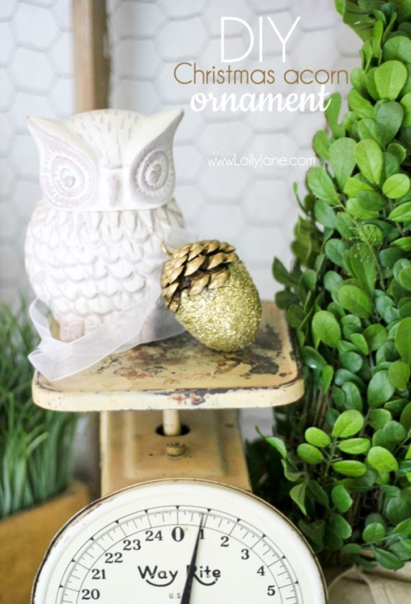 DIY pretty glittery acorn Christmas ornaments #christmas #ornament