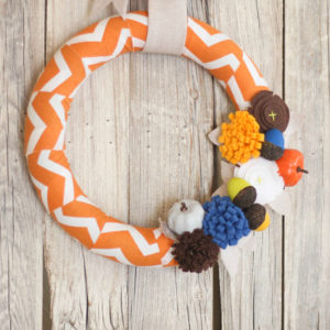 Easy fall wreath with painted pumpkins + acorns and cute felt flowers #fall #wreath