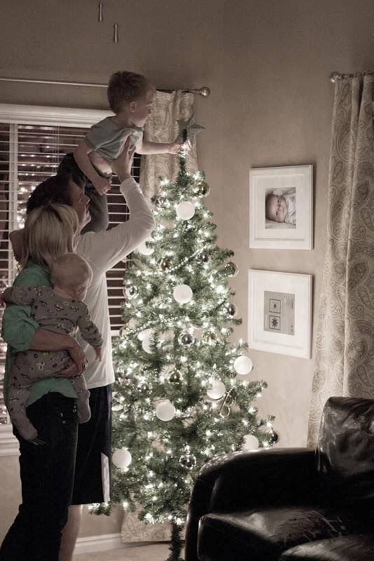 Elle Apparel blog cute Christmas family photo