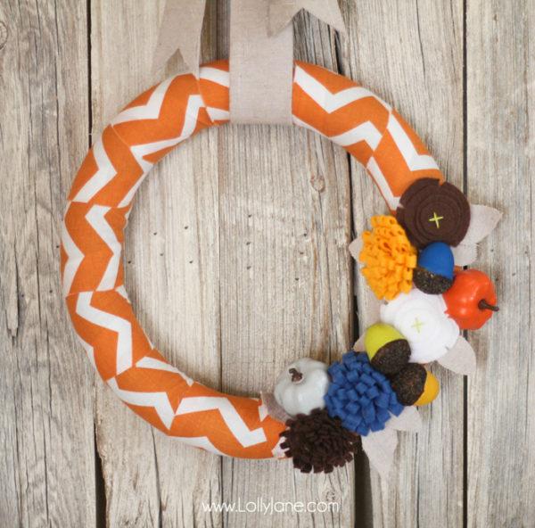 Easy fall wreath with painted pumpkins + acorns and cute felt flowers #fall #wreath