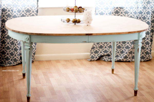 Chalk painted table | www.lollyjane.com