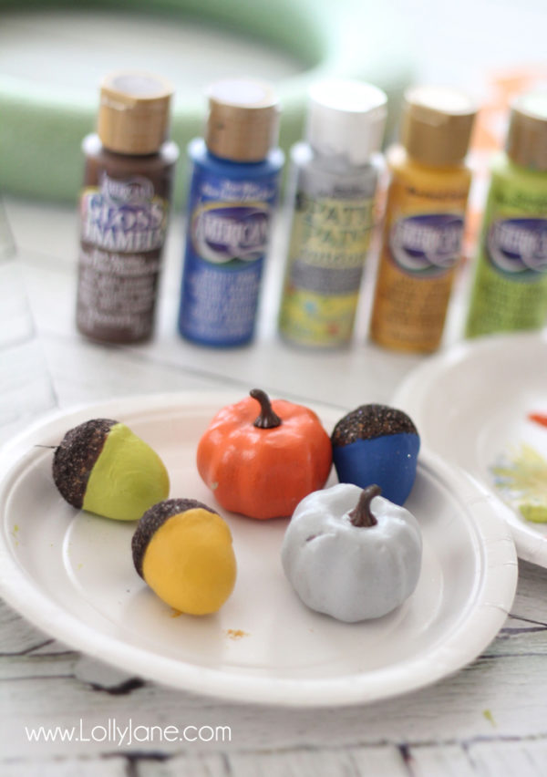 Painted acrons + pumpkins for embellishing a simple fall wreath via lollyjane.com #fall #wreath