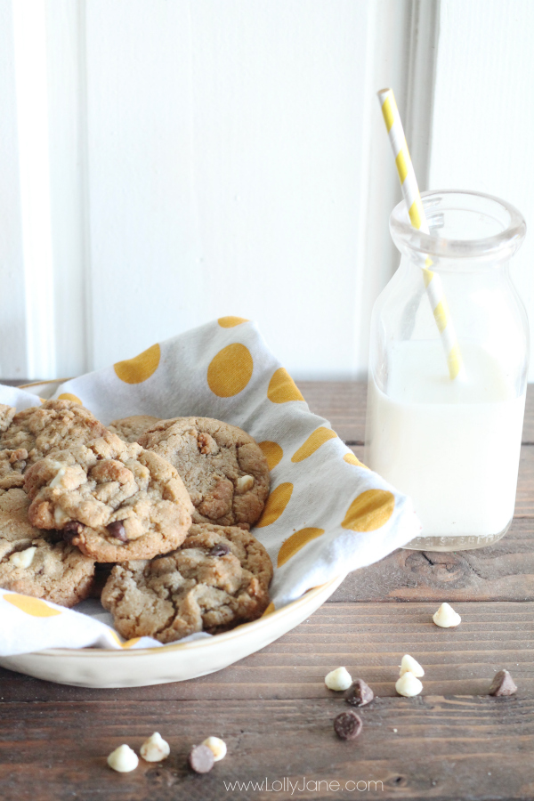 The best whole wheat chocolate chip cookies recipe! So yummy! You can't taste that it's whole wheat ;) {www.lollyjane.com}