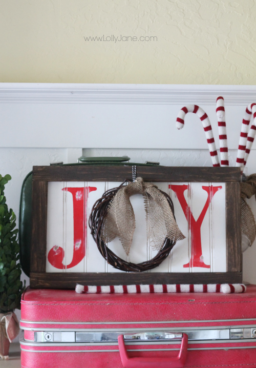 "Easy Christmas JOY sign tutorial. Cute wreath in place of the ""o"" (lollyjane.com) #christmasdecor #diy"