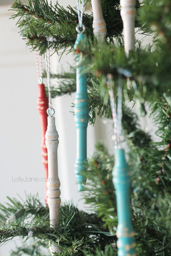 Easy spindle ornaments, every junker's dream! #diy #ornament