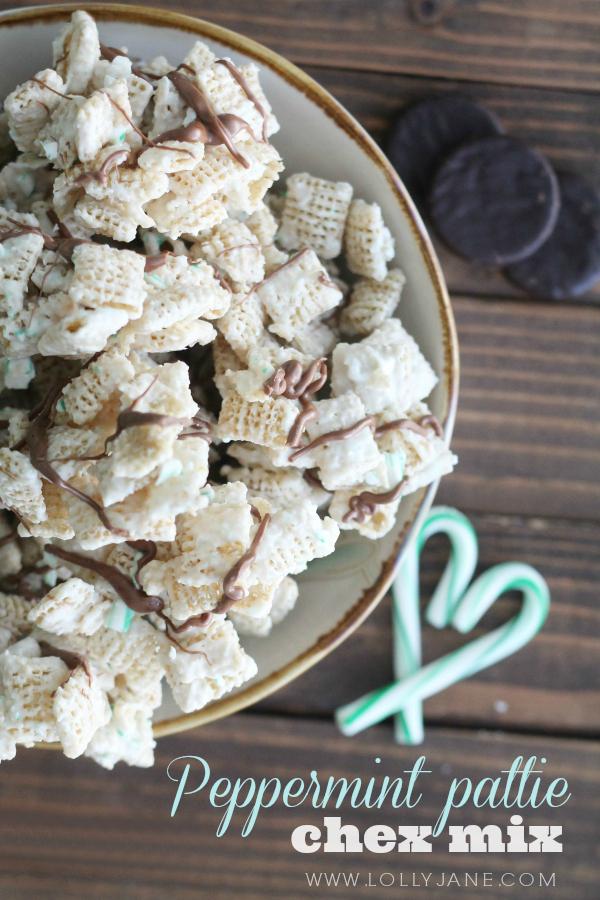 YUMMY peppermint pattie Chex mix recipe PLUS free neighbor printable tag via www.lollyjane.com