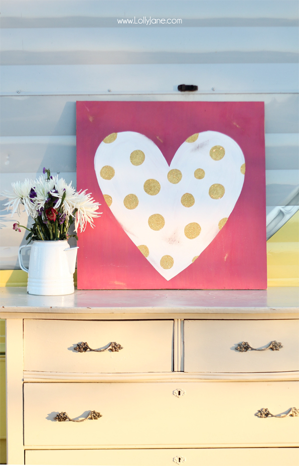 Glittery polka dot heart sign, perfect for Valentine